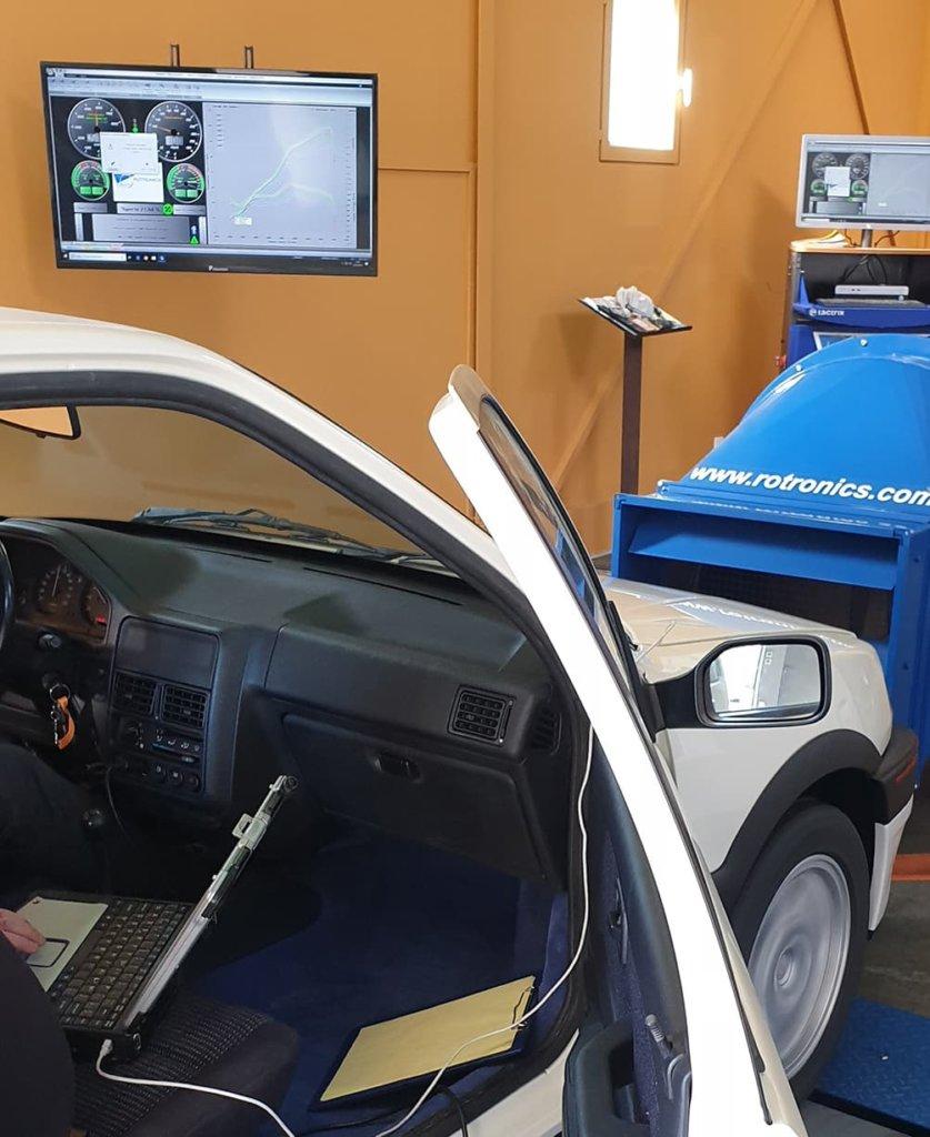 Peugeot 106 sur le banc de puissance Rotronics au Garage des Damiers à Dreux