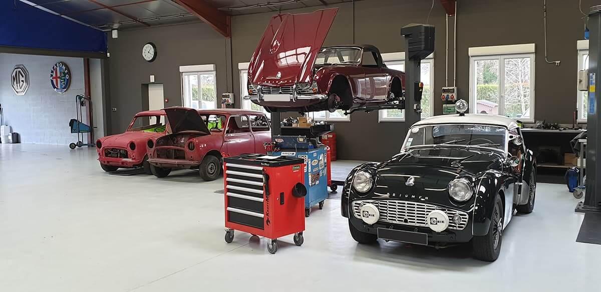 Triumph à l'atelier mécanique du Garage des Damiers à Dreux