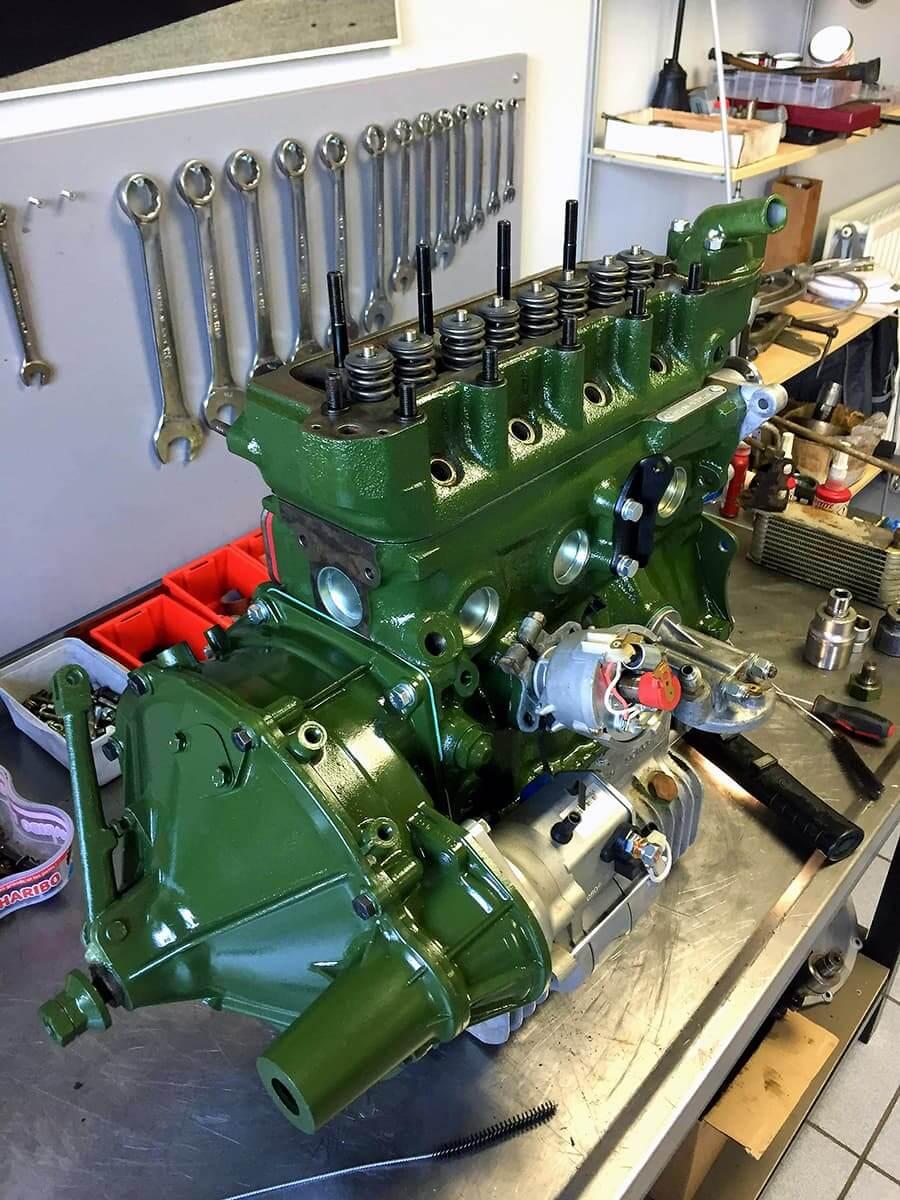 Réfection moteur de voiture de collection - Garage des Damier