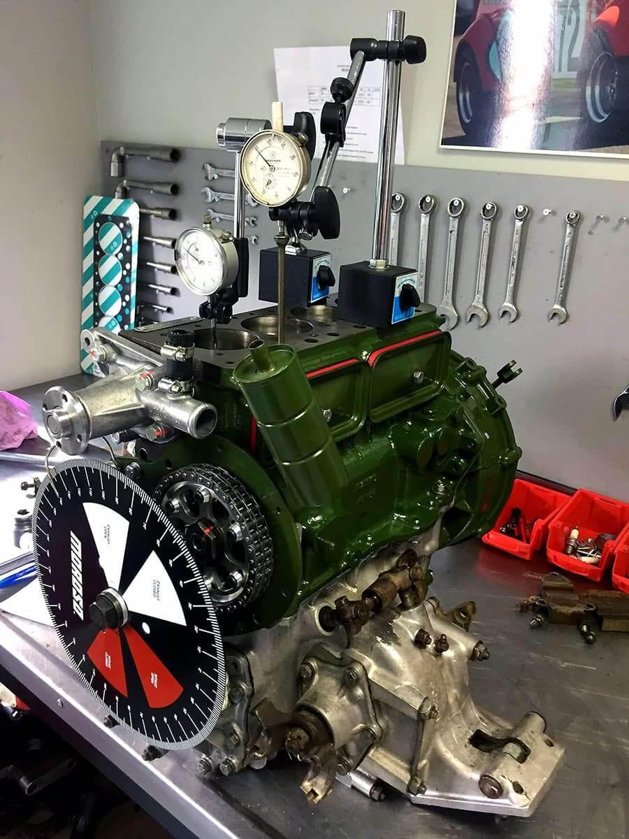 Restauration de voiture anglaise et voiture de collection : mini austin, lotus, triumph...