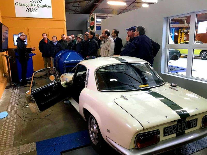 Le Club Lotus France rend visite au Garage des Damiers.