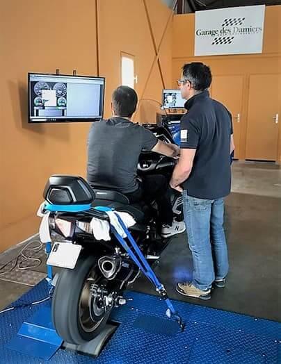 Banc de puissance Rotronics pour automobile et moto du Garage des Damiers