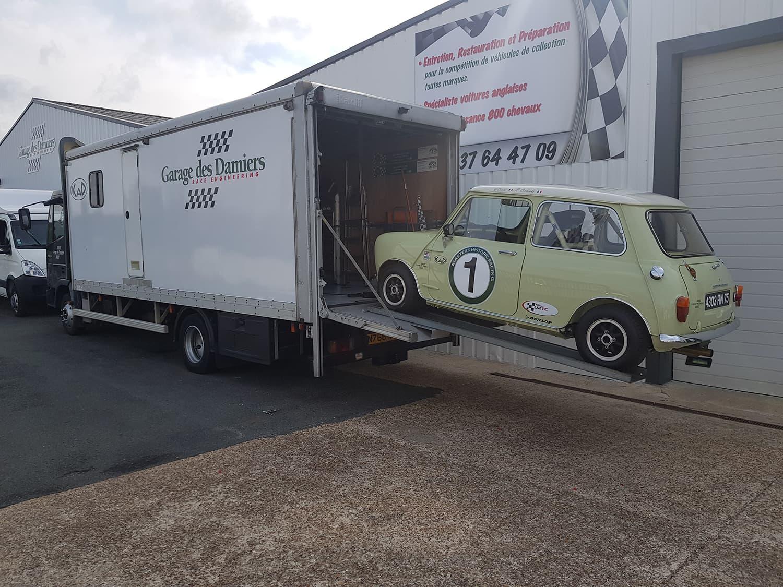 Assistance et préparation pour la course automobile de voiture de collection
