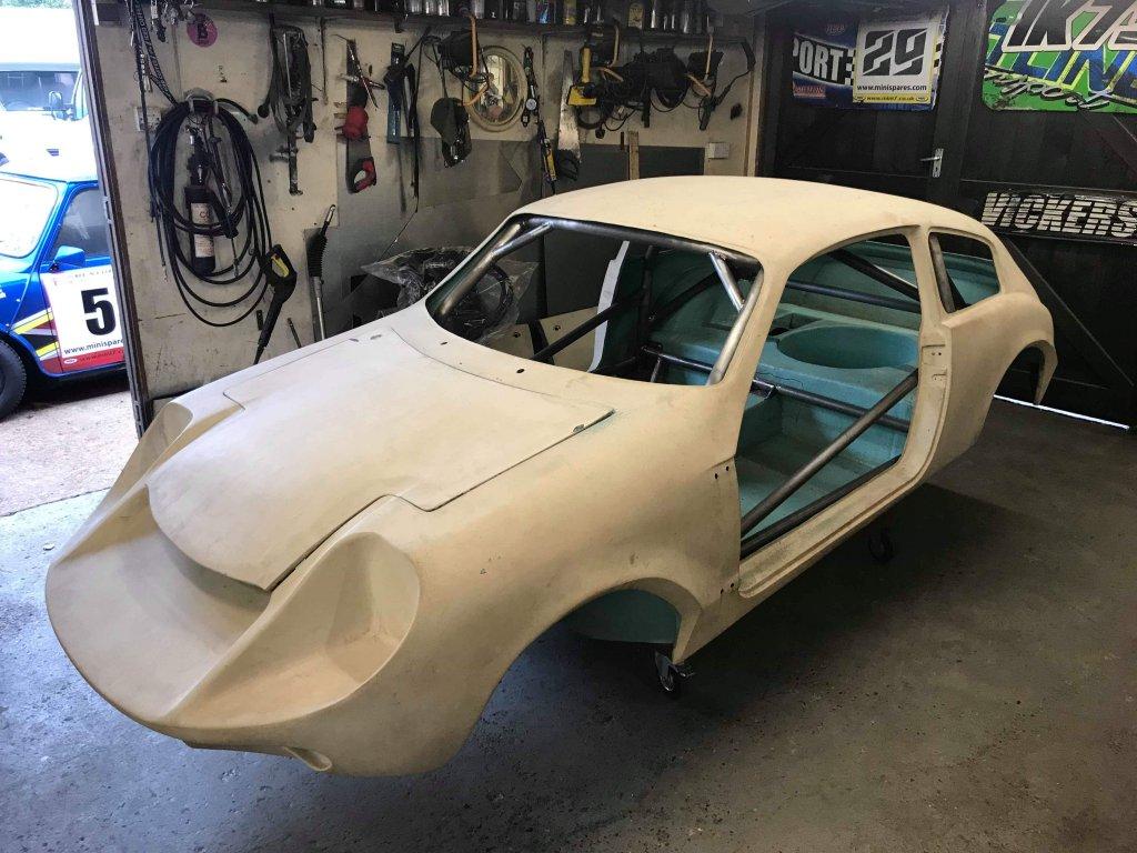 La Mini Marcos GT 1300, voiture de course historique !