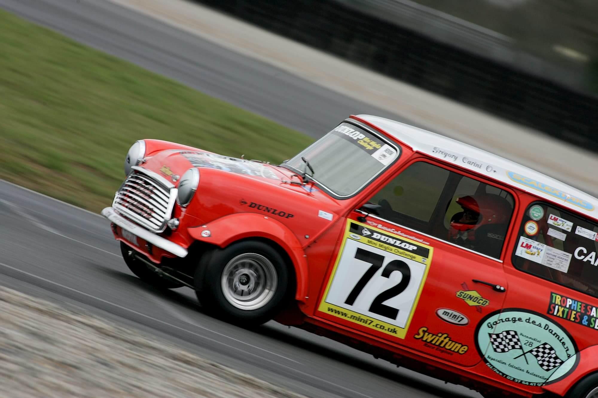 Mini Austin Miglia 7, voiture de collection et de course automobile sponsorisée par le Garage des Damiers