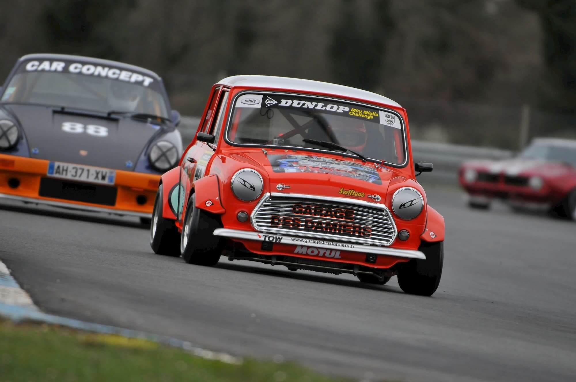 Grégory Carini dans sa Mini Austin sur le circuit de Croix en Ternois - Old british car