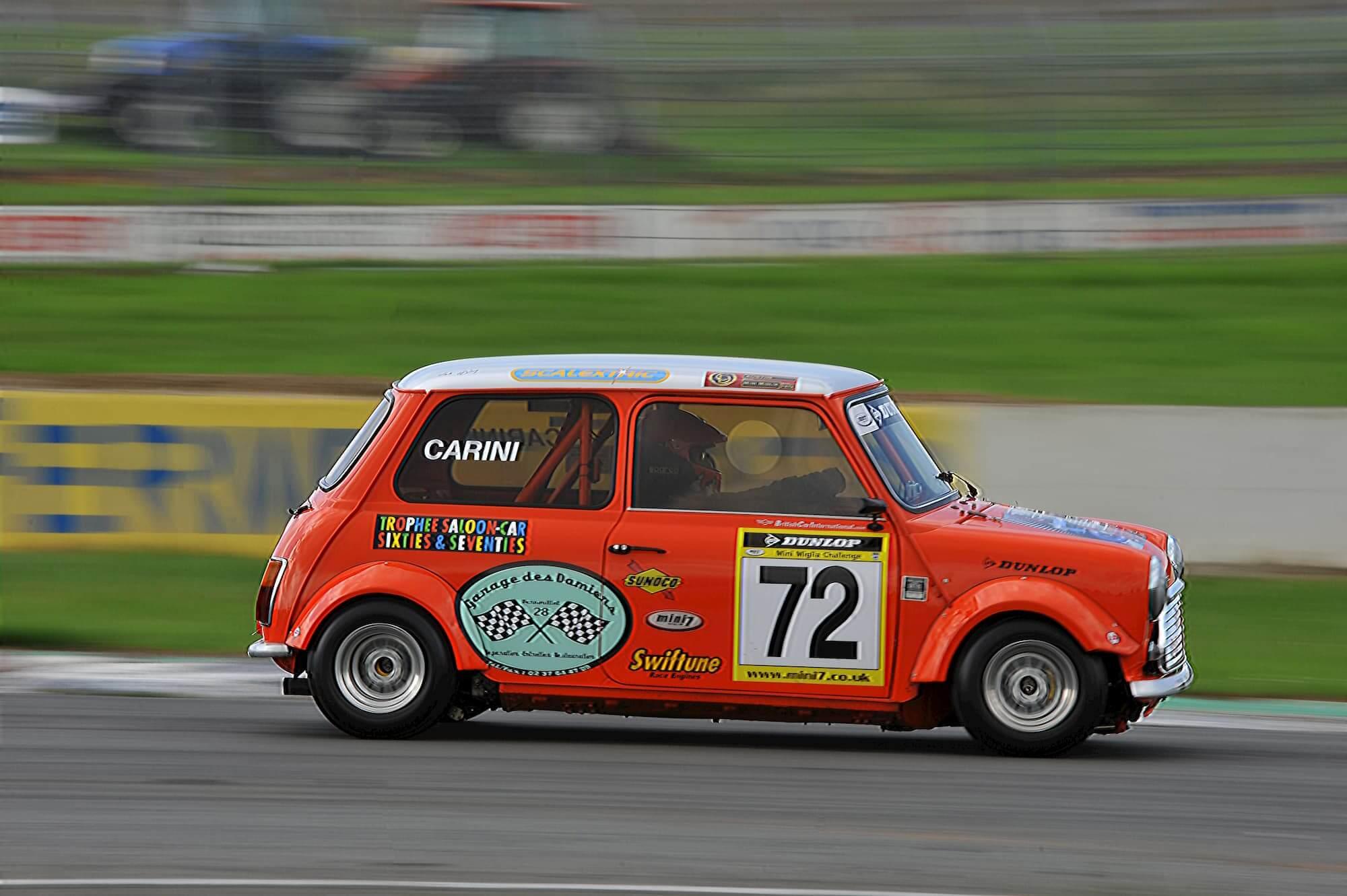Trophée Saloon Car Sixties - Grégory Carini en course dans la mini austin 1460cc