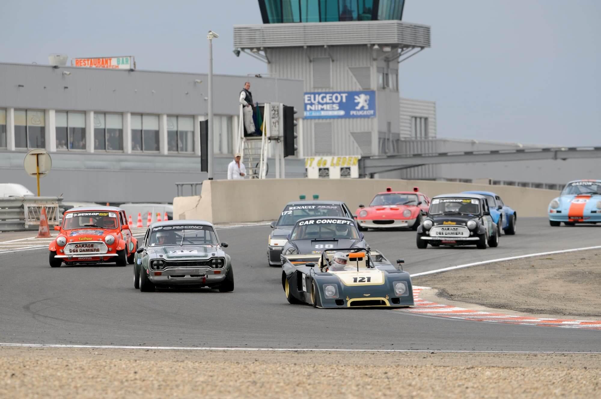 course automobile de voitures de collection - mini austin