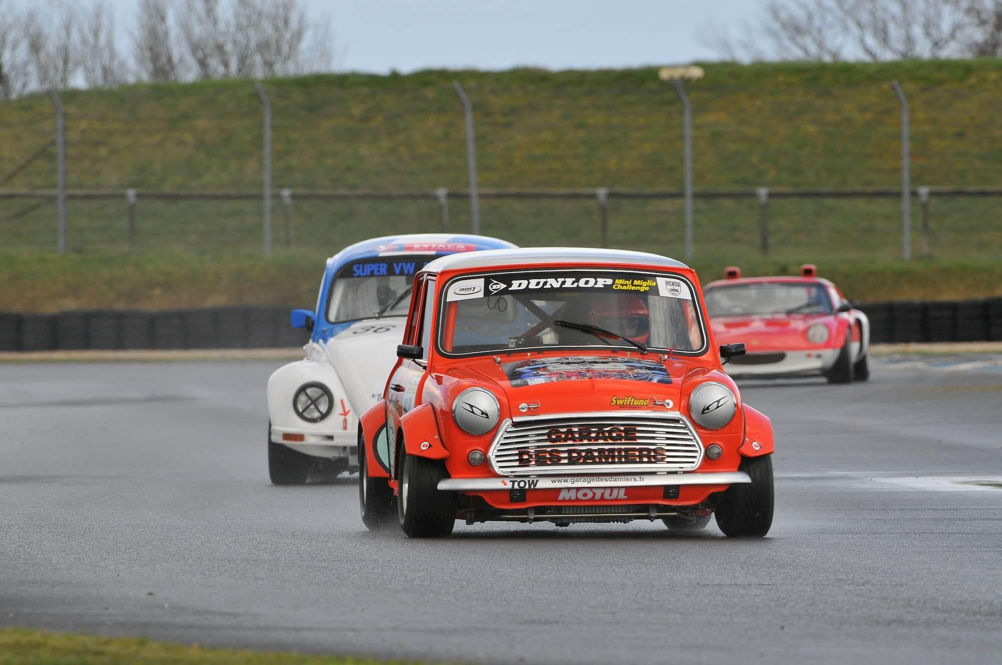 mini austin - voiture de course - voiture ancienne - racing engineering