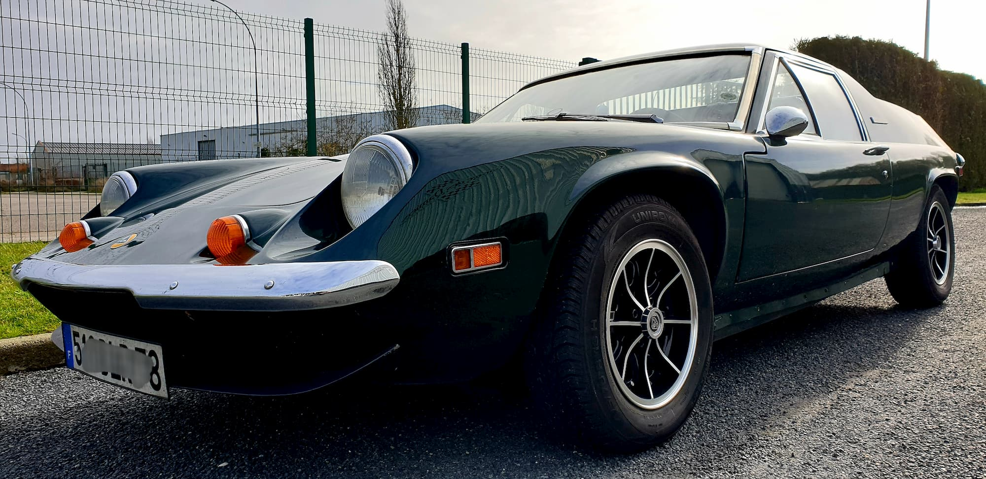 Lotus Europa au Garage des Damiers - Old british car et vintage cars