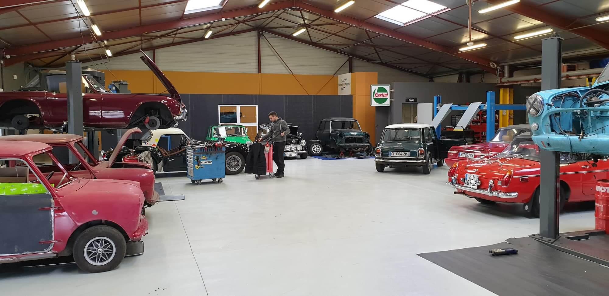 Atelier mécanique pour la préparation et restauration de voiture de course ancienne
