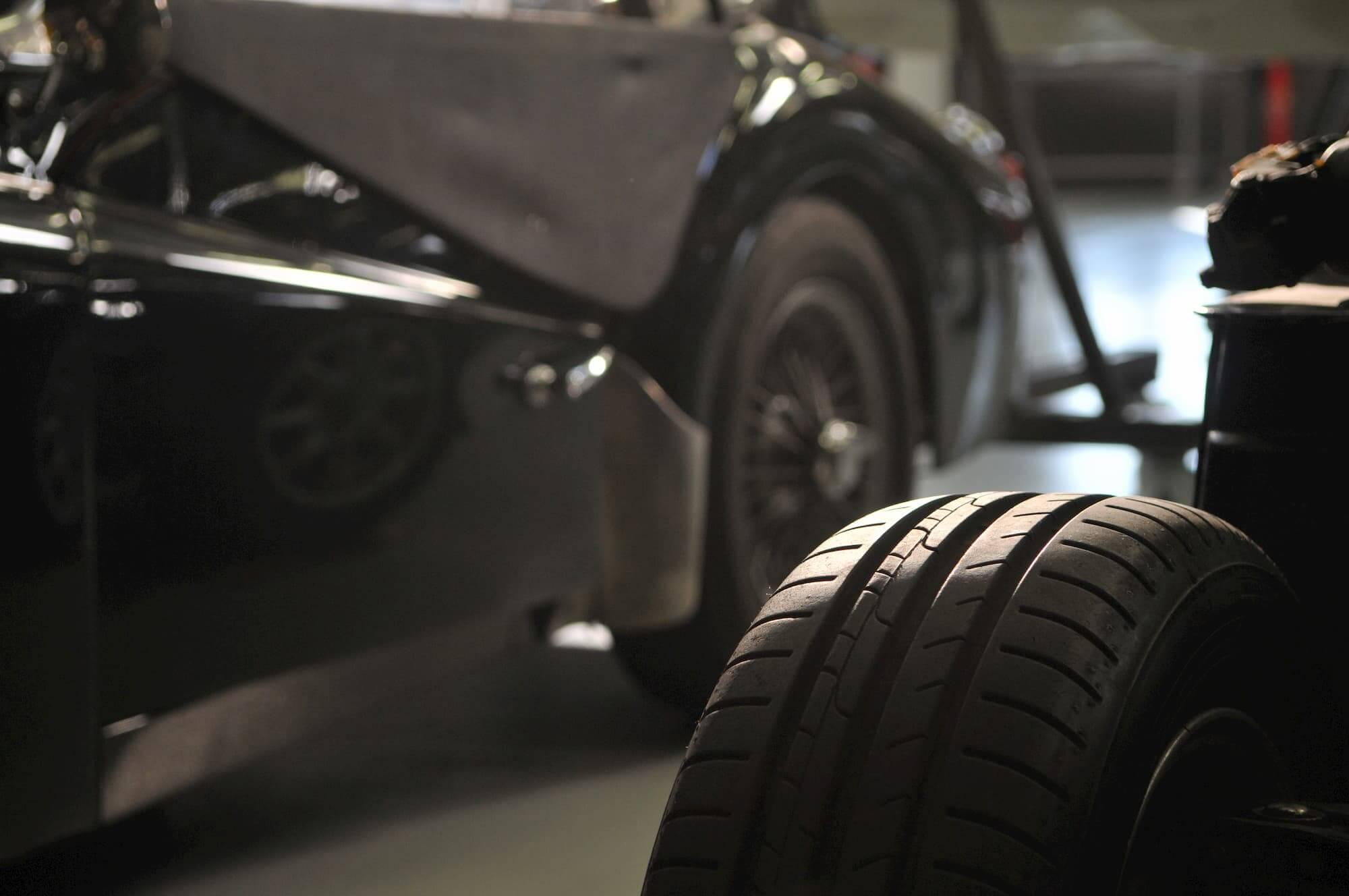 Garage des damiers, spécialiste de voiture anglaise et voiture de collection à Dreux