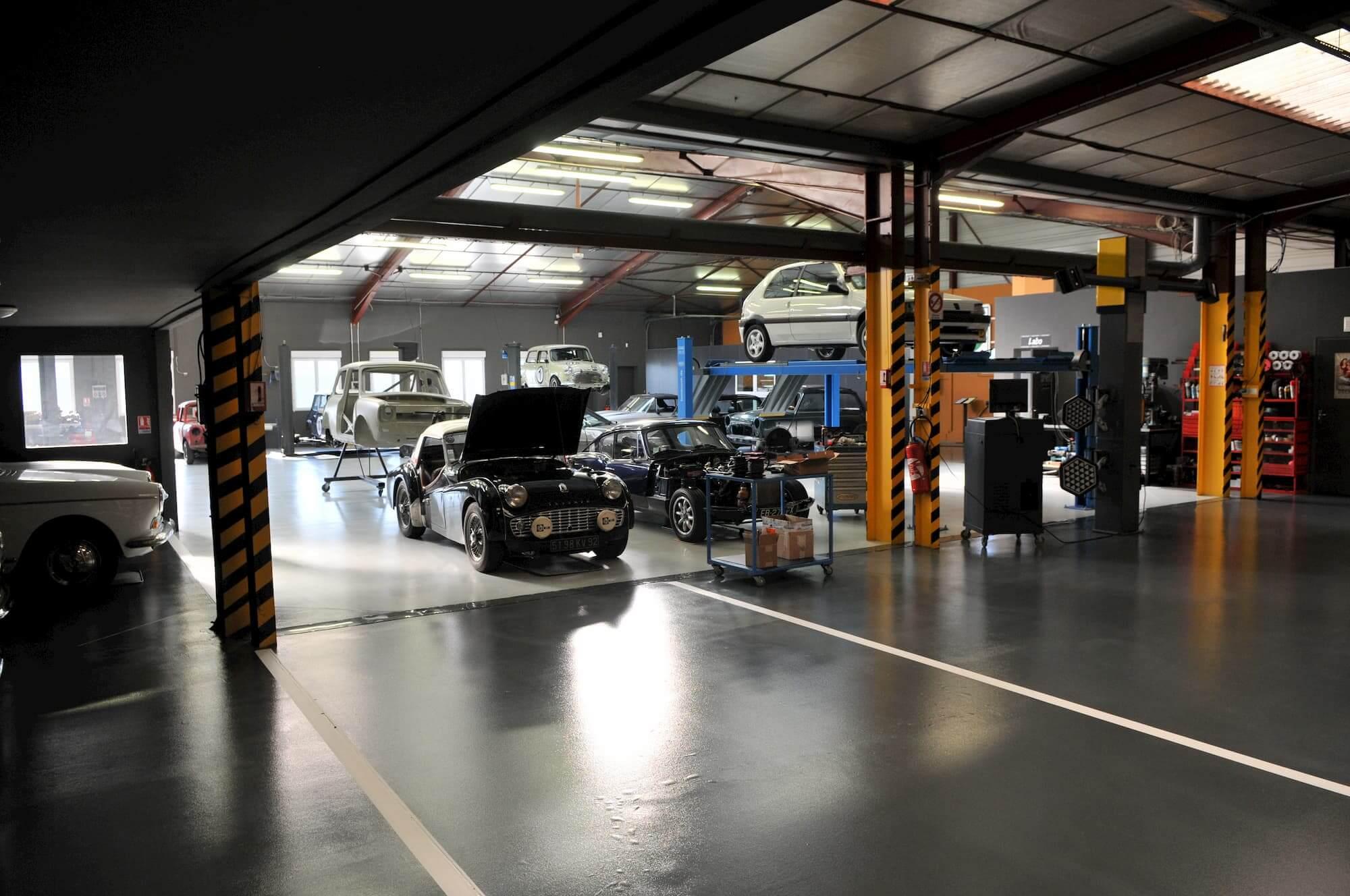 Atelier mécanique du Garage des Damiers - Spécialise des voitures anglaises et vintage car racing