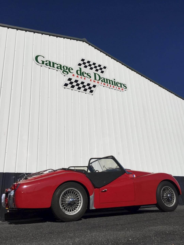 Triumph à l'atelier mécanique du Garage des Damiers - British cars
