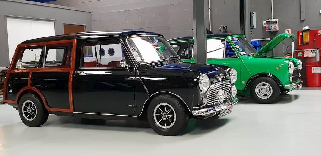 Austin mini break innocenti à l'atelier mécanique - Vintage cars