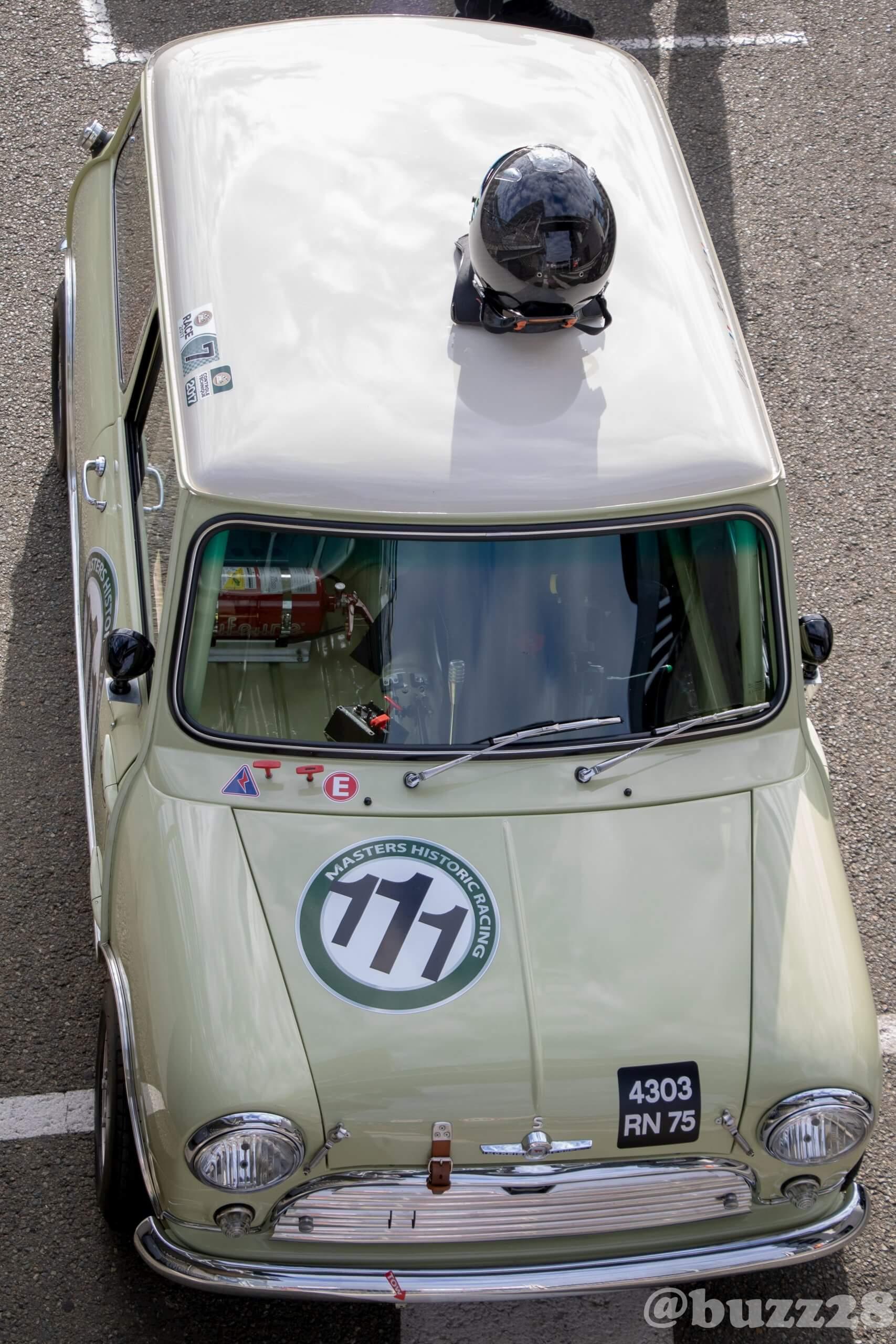 Mini Austin MK1 sur la ligne de départ à l'Historic Tour Le Mans 2018