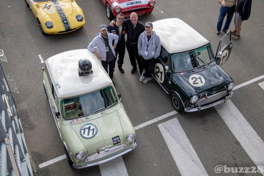 Le pilote et son équipe - Garage des Damiers - Mini Cooper S MK1