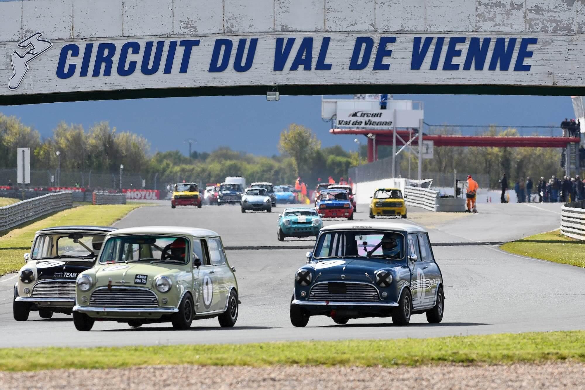 Circuit Val de Vienne - Mini Cooper S MK1 à l'Historic Tour