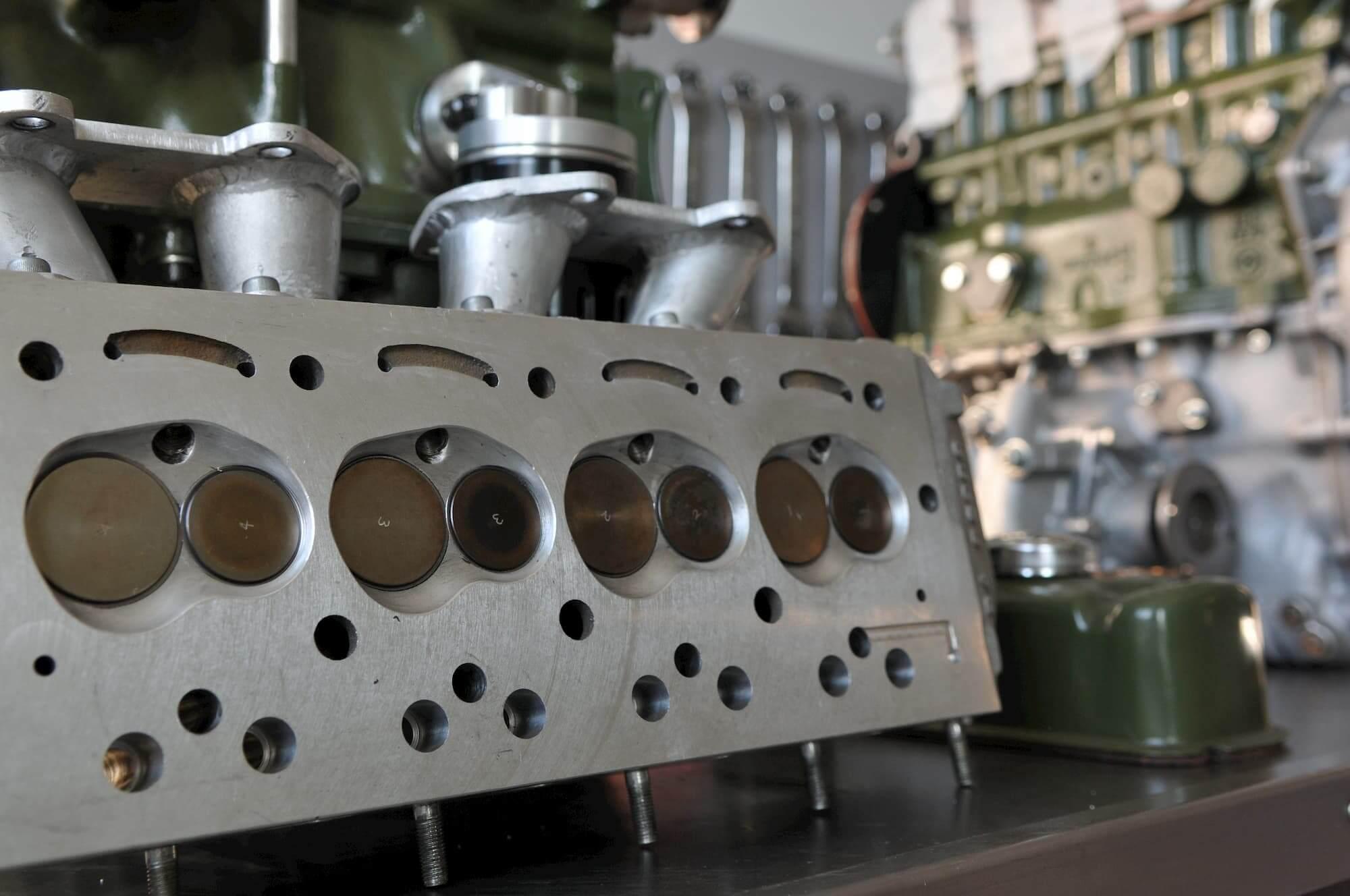 Préparation moteur Austin Mini, voiture de collection et course automobile