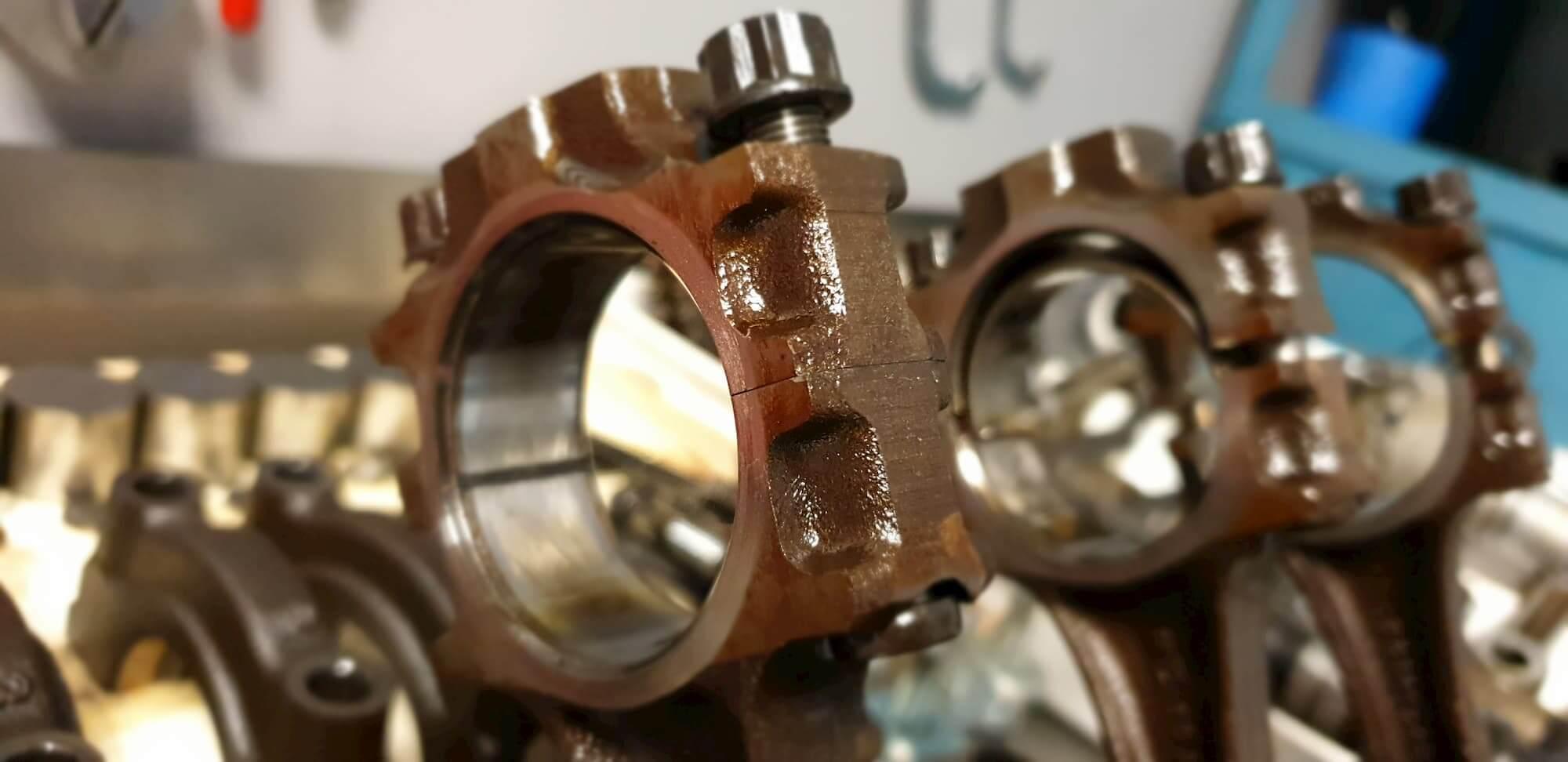 Préparation moteur Austin mini au Garage des Damiers - racing engineering