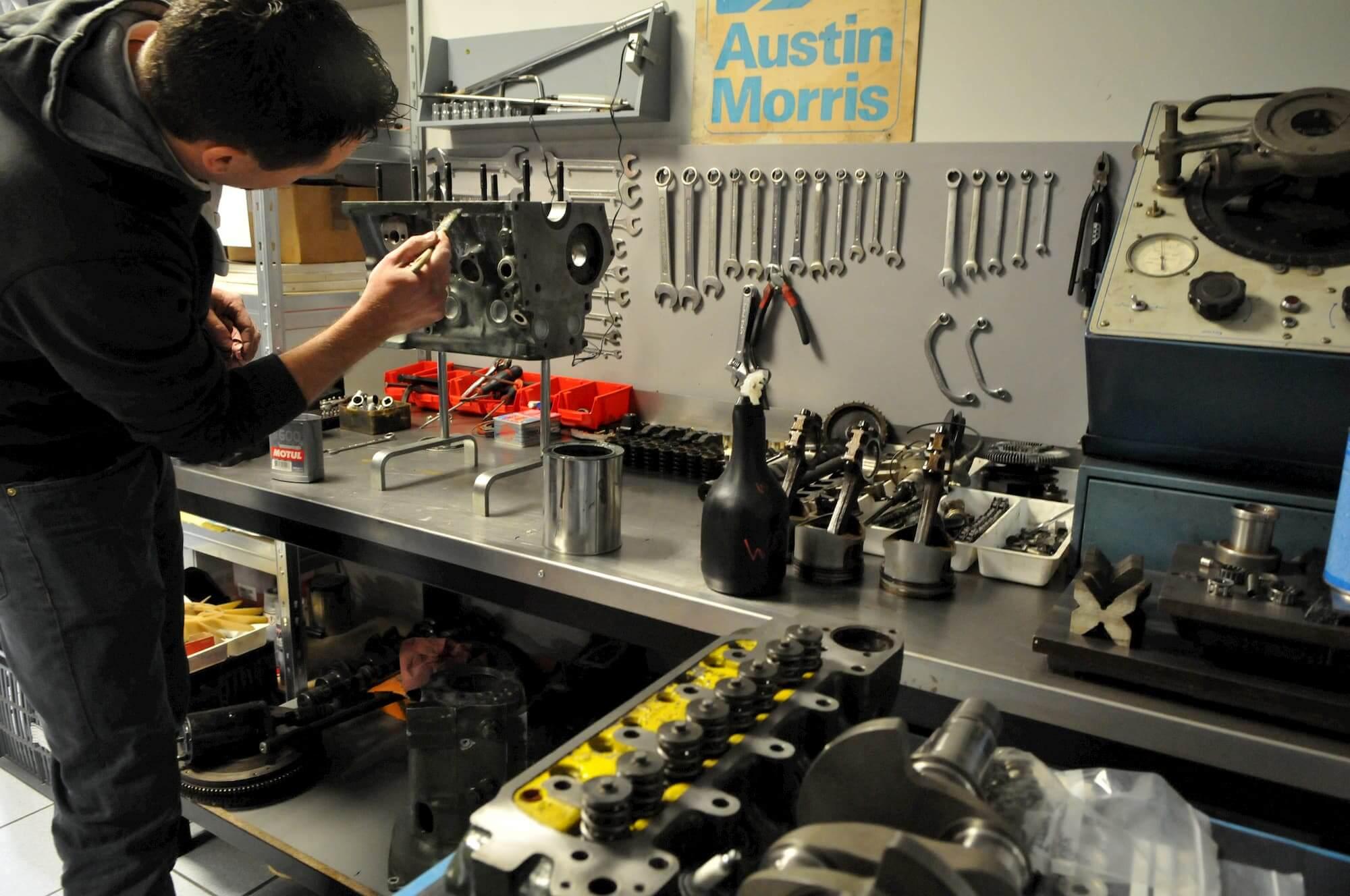Préparation moteur et performance de la Mini Austin - car racing