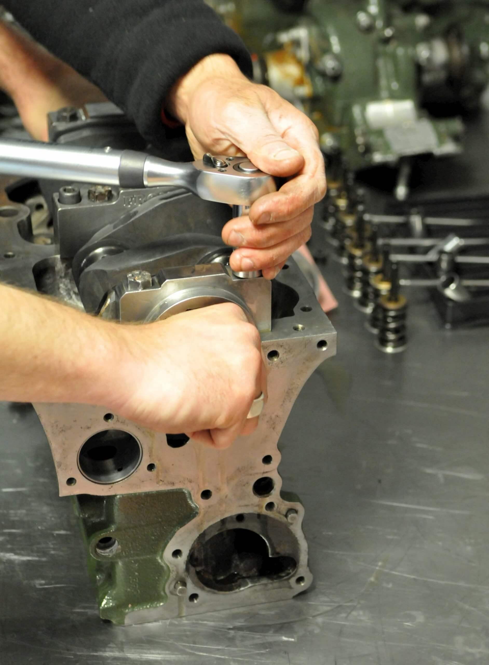 Réféction moteur Mini Austin, voiture de course ancienne - race engineering