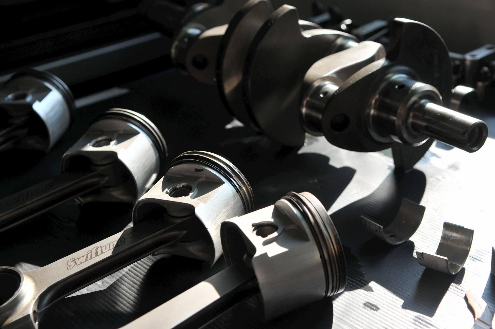 Préparation moteur Austin Mini, voiture de course de collection