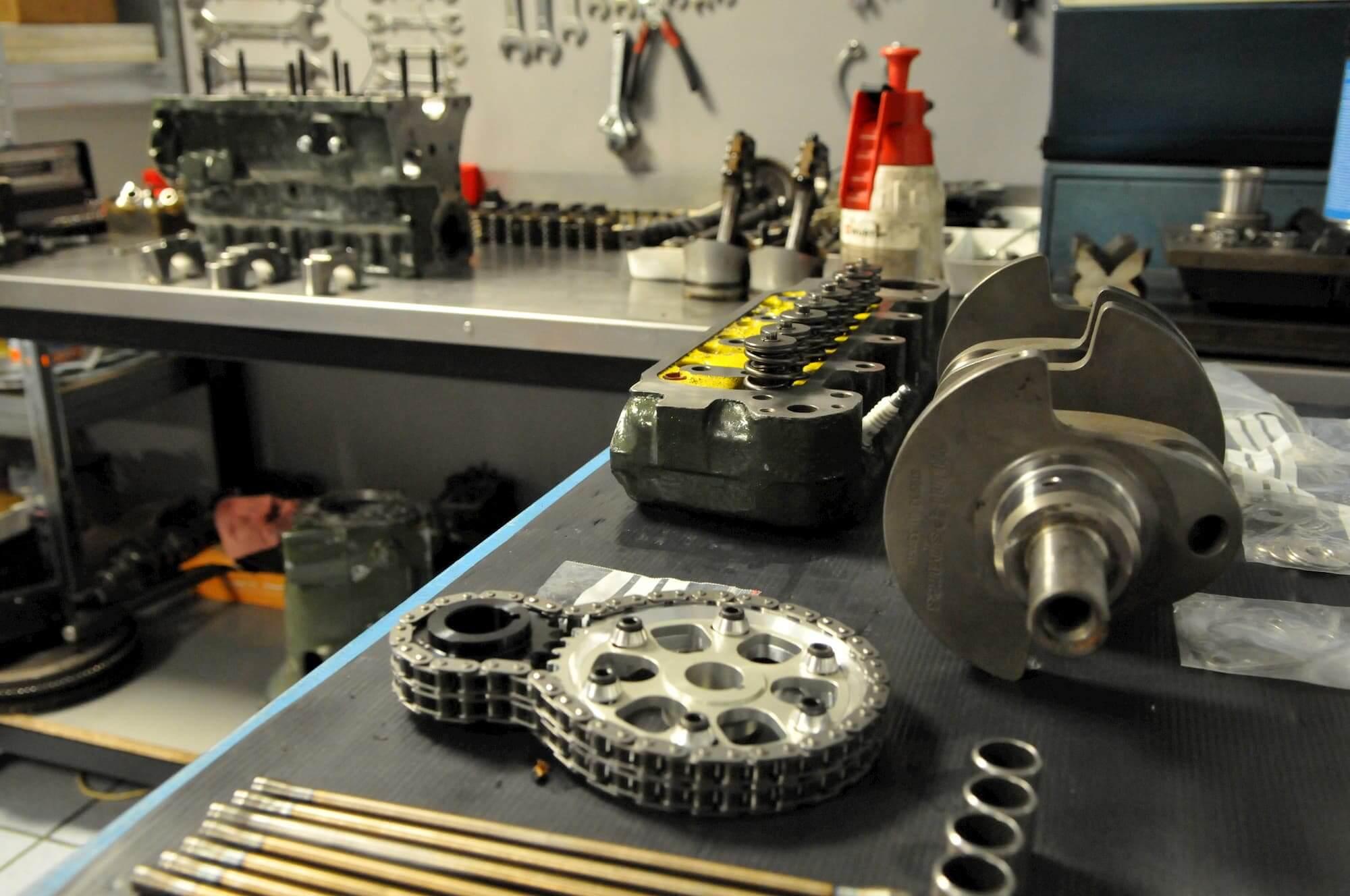 Préparation moteur Mini Austin au Garage des Damiers à Dreux