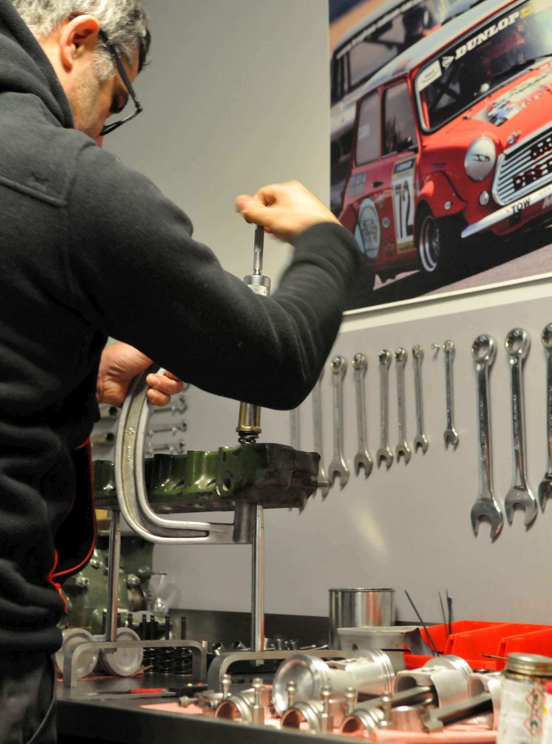 Garage des Damiers - Refection et preparation moteur Mini Austin