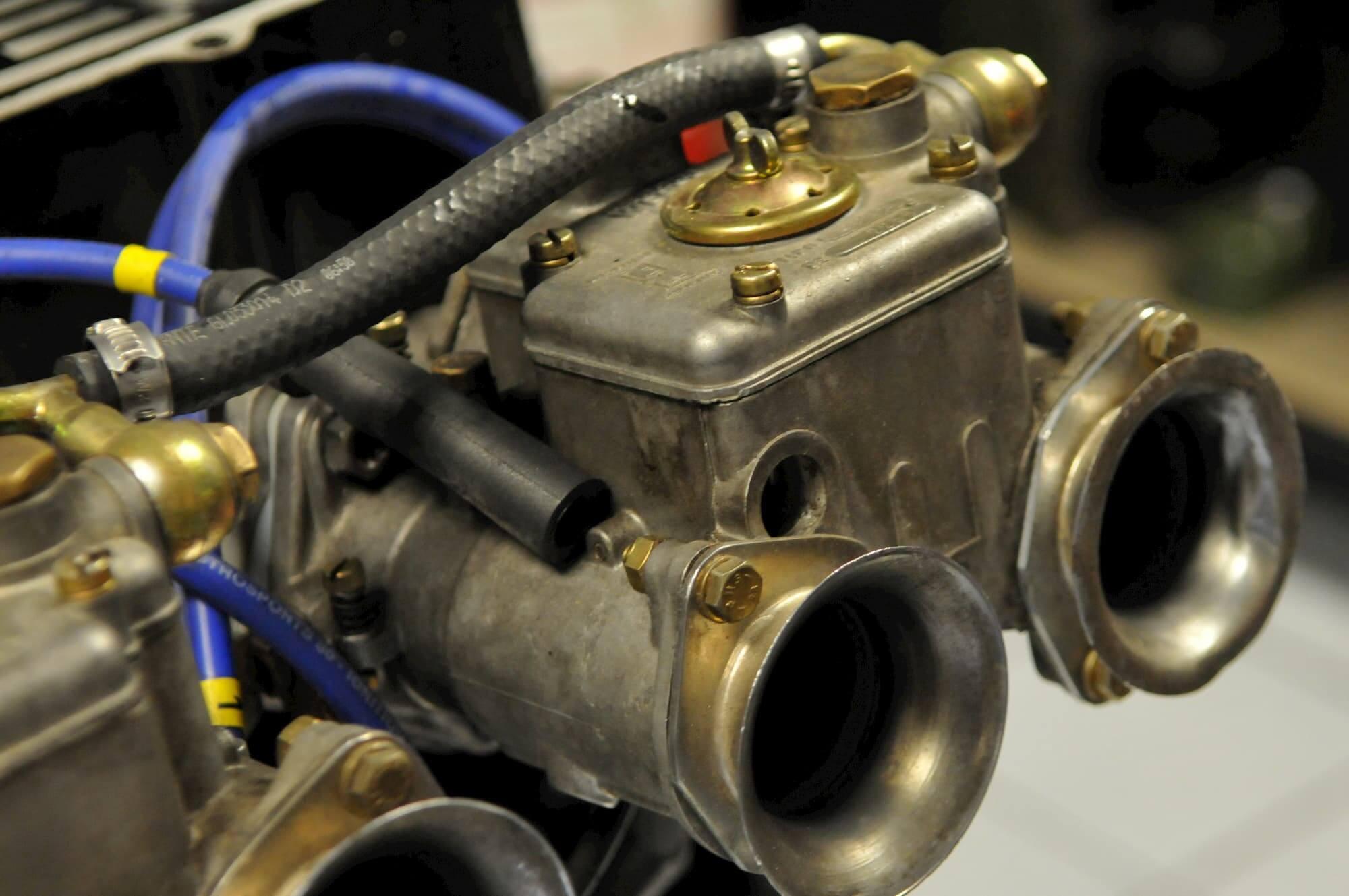 Carburateur WEBER et préparation pour la performance de la Mini Austin