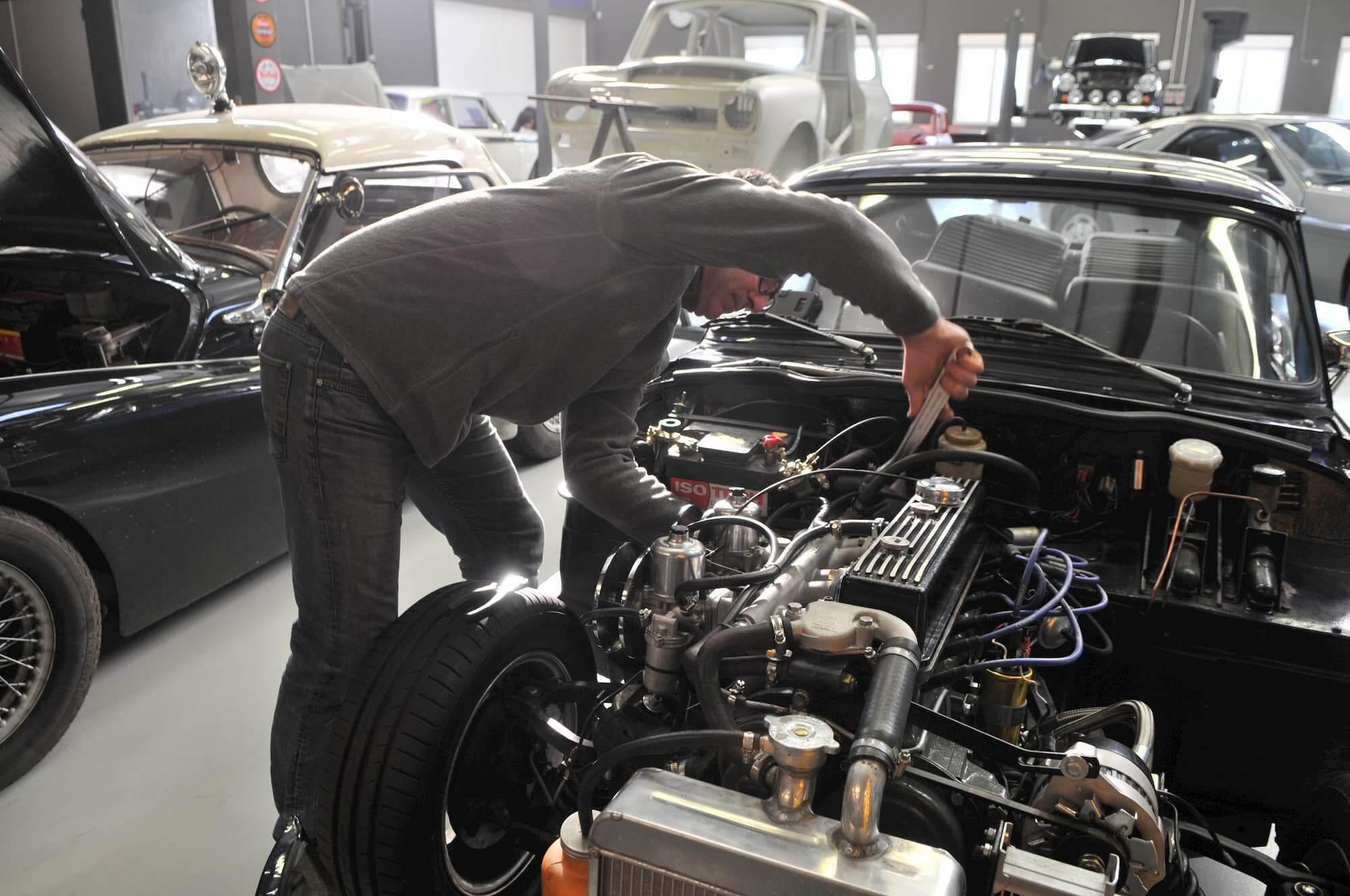Triumph Spitfire MK2 au Garage des Damiers - Race engineering