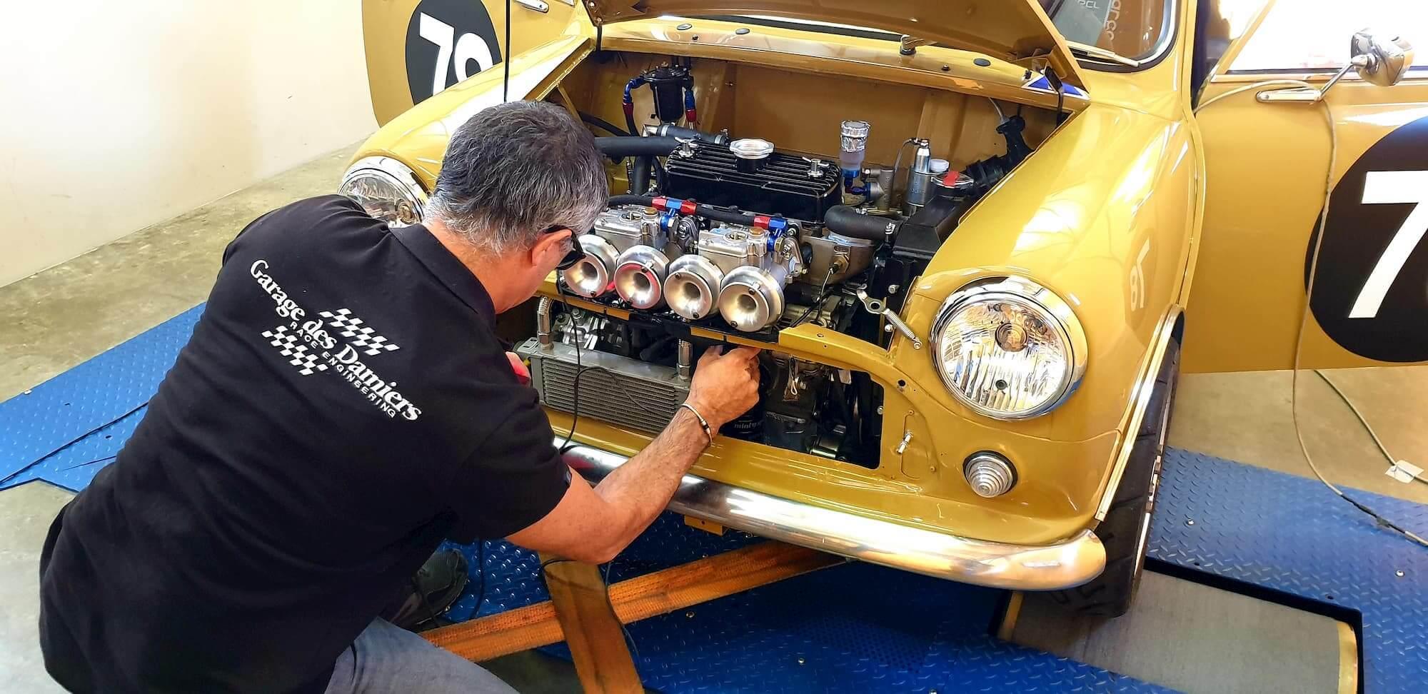 Austin Mini MK2 sur le banc de puissance du Garage des Damiers à Dreux