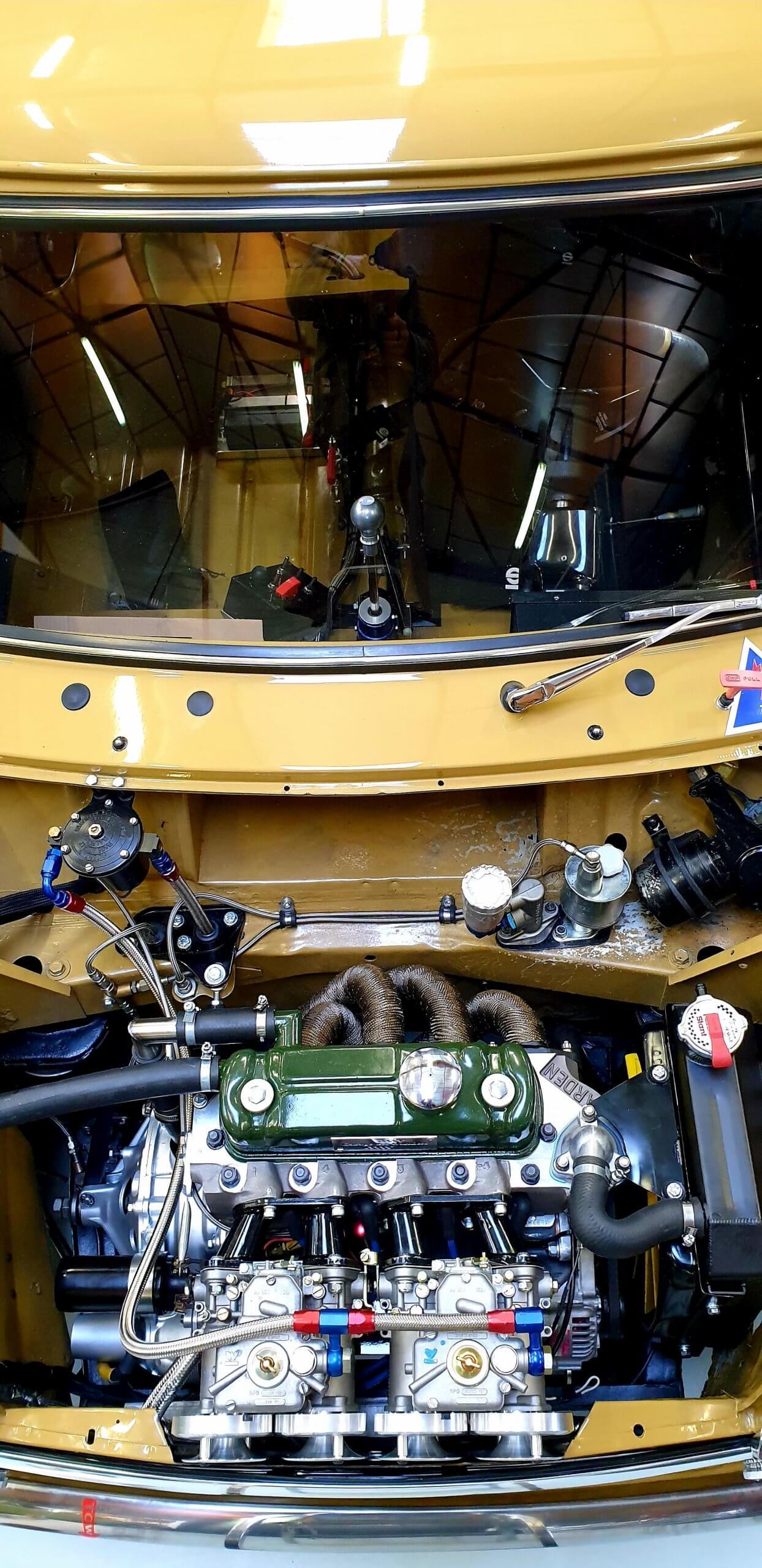 Mini Austin MK2 au Garage des Damiers - Culasse Arden old british car