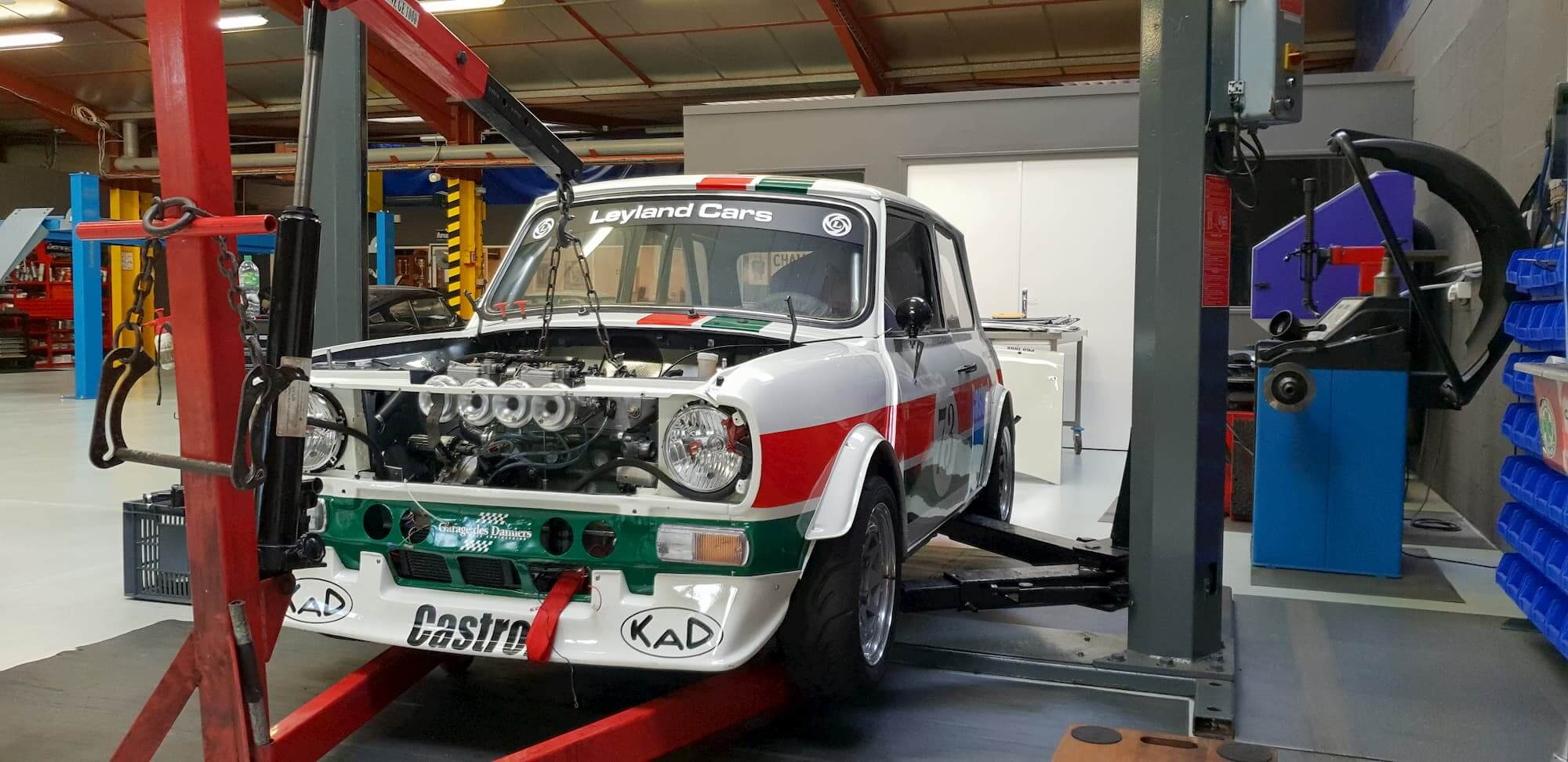Mini 1275GT Race Engineering - vintage racing car - Castrol