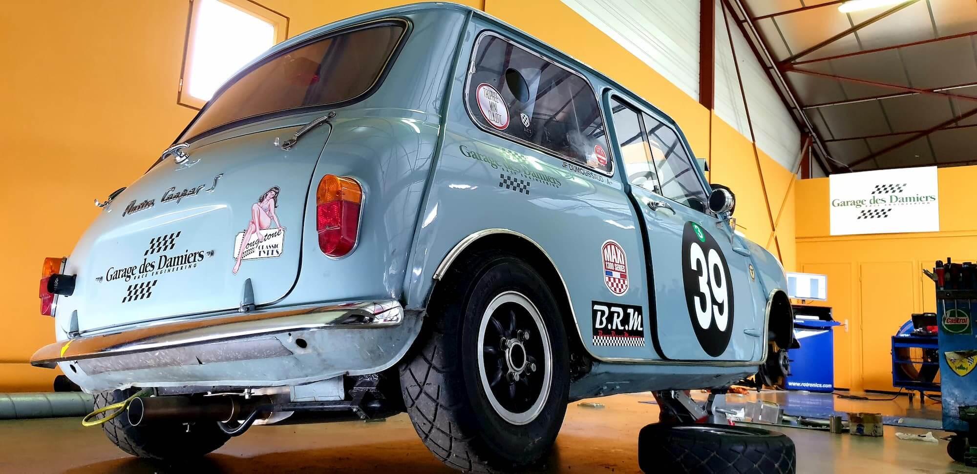 Austin Mini Cooper S en préparation pour la Course des remparts à Angoulême