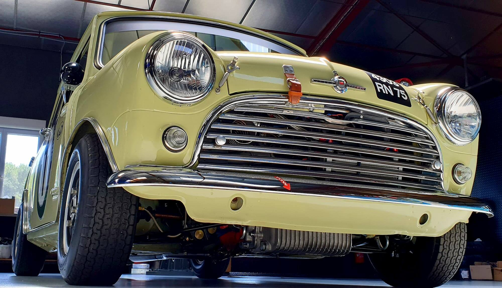Austin Mini Cooper S, born to win - Historic Tour - british racing car