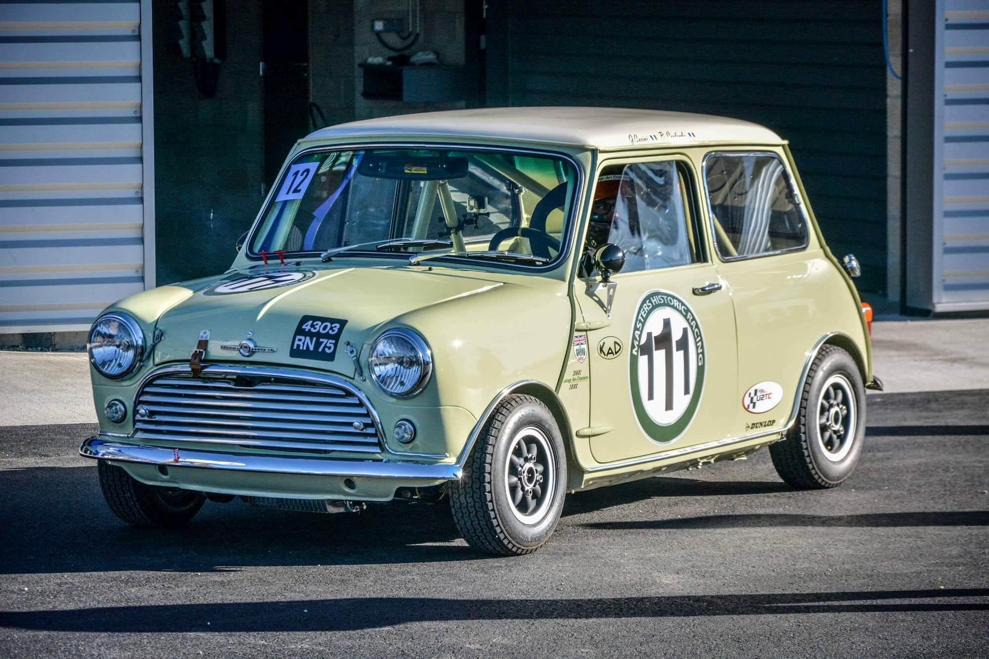 Austin Mini pour le Silverstone Classic - Old british car - Born to win